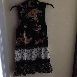Floral Tunic black with lace